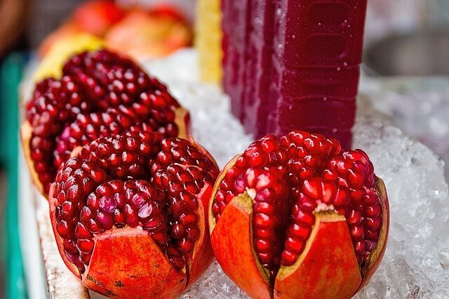 Make Your Own Pomegranate Juice (Video)